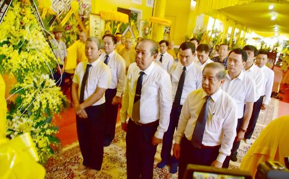 Phó Thủ  tướng Thường trực Trương Hòa Bình viếng cố Trưởng lão Hòa thượng Thích Đức Phương