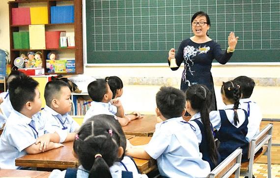 Học sinh Trường Tiểu học Lương Định Của (quận 3) tập trung trong sáng tựu trường 20-8