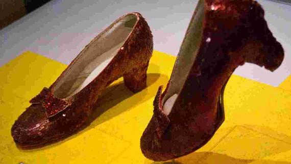 Tìm thấy đôi giày huyền thoại trong phim Phù thủy xứ Oz