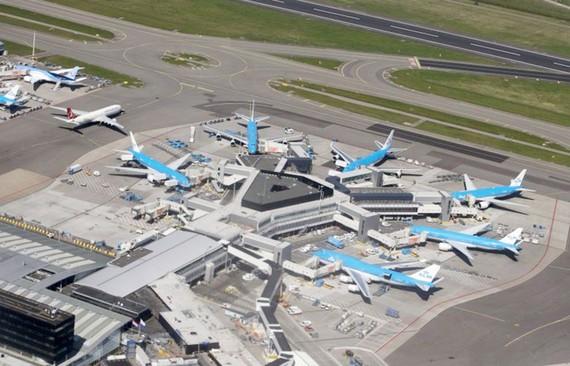Máy bay chiến đấu bảo vệ máy bay chở khách