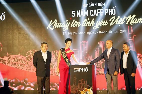 Café PHỐ - khuấy lên tình yêu Việt Nam