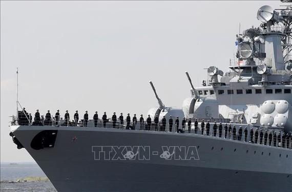 Tàu chống ngầm cỡ lớn Severomorsk của Nga tham gia cuộc tập trận chống cướp biển với Nhật Bản. Ảnh: TTXVN