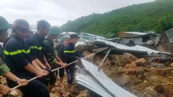 Lực lượng cứu hộ tìm kiếm người mất tích