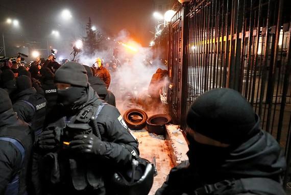 Biểu tình bên ngoài ĐSQ Nga tại thủ đô Kiev, Ukraine