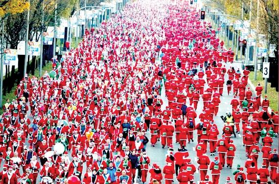 7.000 ông già Noel thi chạy từ thiện