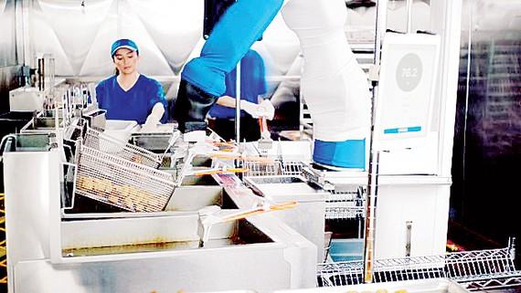 Robot bán thức ăn nhanh