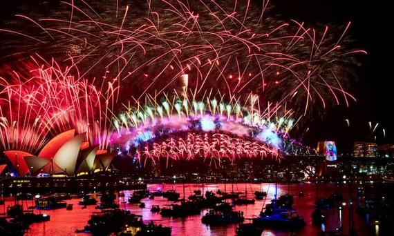 Màn trình diễn pháo hoa ngoạn mục đón năm mới tại Sydney, Australia