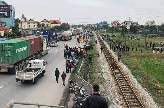 Hiện trường vụ tai nạn giao thông đặc biệt nghiêm trọng tại xã Kim Lương, huyện Kim Thành, tỉnh Hải Dương ngày 21-1.