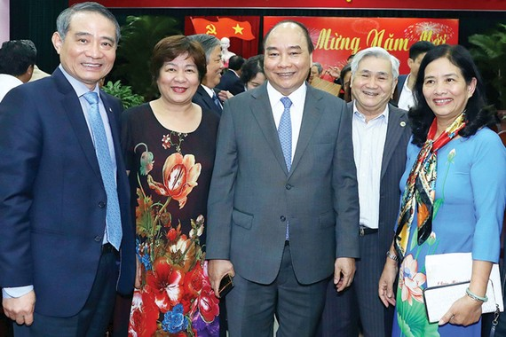 Thủ tướng Nguyễn Xuân Phúc và các đại biểu tại buổi gặp mặt. Ảnh: TTXVN