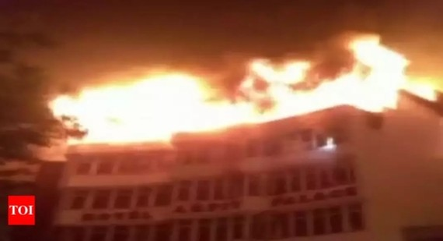 Ít nhất 17 người thiệt mạng và 3 người khác bị thương trong vụ cháy khách sạn Cung Điện Arpit. Ảnh: Times of India