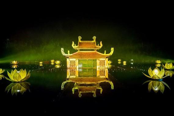 Ngôi nhà thủy đình có trong cả vở diễn Ngày xưa và Tinh hoa Bắc bộ