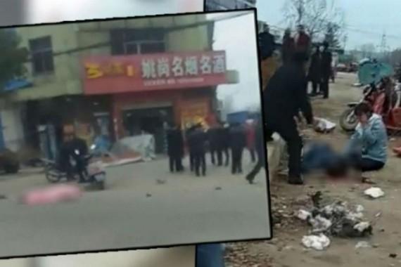 Hiện trường vụ  ô tô lao vào đám đông tại TP Zaoyang thuộc tỉnh Hồ Bắc