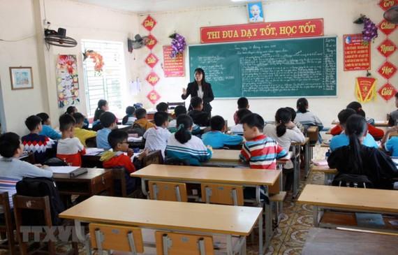 Một số lớp của Trường Tiểu học thị trấn Vũ Thư, huyện Vũ Thư, tỉnh Thái Bình, vắng học sinh ngày 28-3-2019. Ảnh: TTXVN