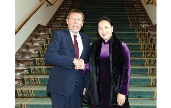 Chủ tịch Quốc hội Nguyễn Thị Kim Ngân hội kiến với Chủ tịch Hạ viện Bỉ Siegfried Bracke. Ảnh: TTXVN