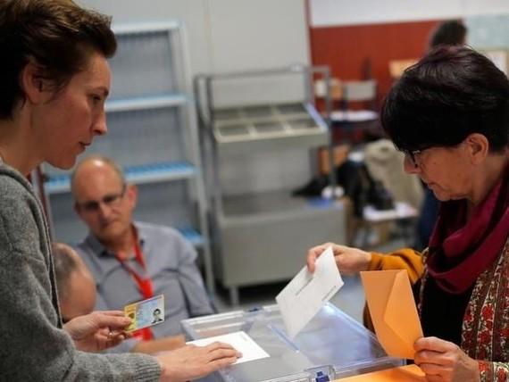 Cử tri Tây Ban Nha bỏ phiếu. Nguồn: FMT