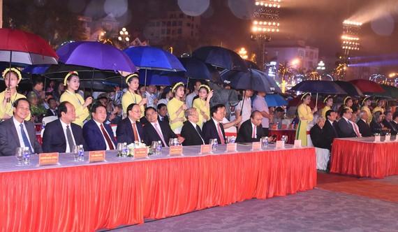 Thủ tướng Chính phủ Nguyễn Xuân Phúc và các đồng chí lãnh đạo, nguyên lãnh đạo Đảng, Nhà nước về tham dự Lễ kỷ niệm