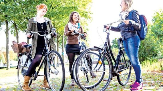 Nhiều người trẻ ở Đức chạy xe đạp thay cho ô tô