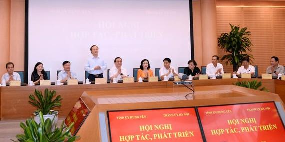 Đồng chí Bí thư Tỉnh ủy Đỗ Tiến Sỹ phát biểu tại hội nghị. Ảnh: Báo Hưng Yên