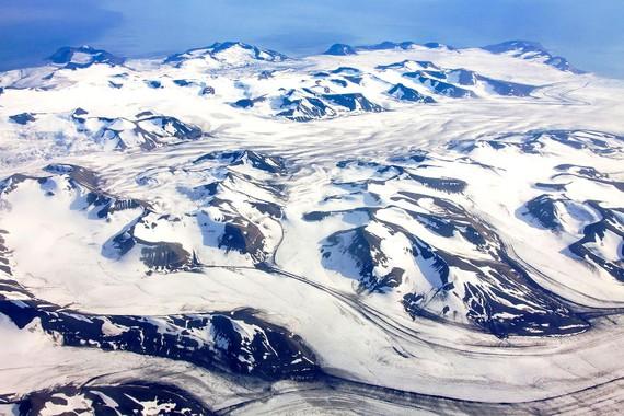 Tìm thấy hạt nhựa trong băng Bắc cực
