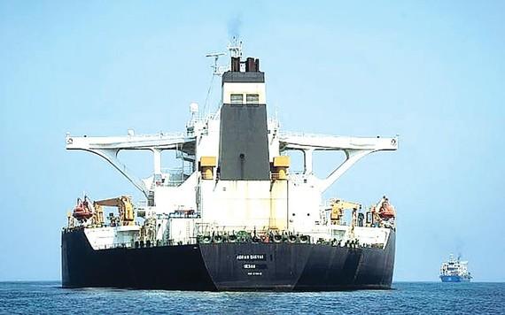 Ngoại trưởng Mỹ khẳng định tàu chở dầu Adrian Darya 1 của Iran đã đi về hướng Syria. Ảnh: AP