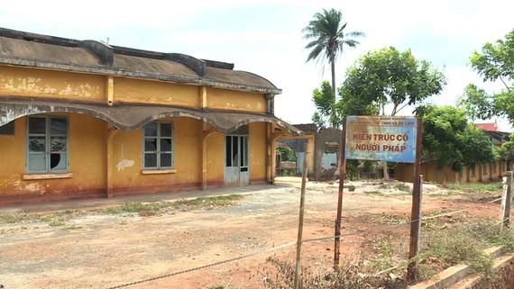 Bệnh viện cổ Lộc Ninh đã xuống cấp nghiêm trọng