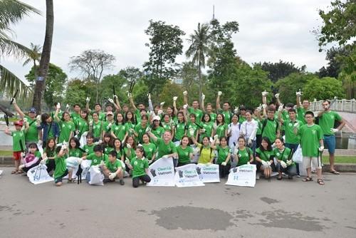 U.S. Ambassador & 1,000 volunteers join environmental protection