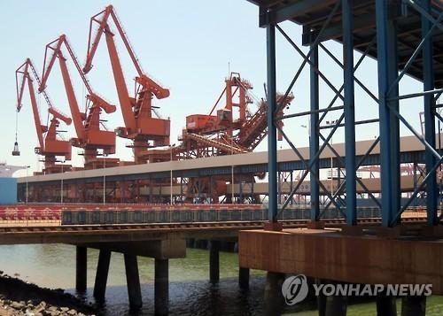 China's port of Dandong, a hub of China-North Korea trade. (Yonhap file photo)