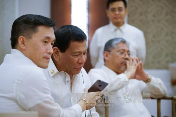 Philippine President Rodrigo Duterte (second, left). (Photo: VNA)
