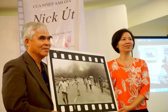 """AP photographer Nick Ut presents his photo, """"The Napalm girl"""" to the Vietnamese Women's Museum."""