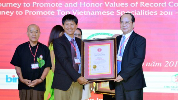 "HCM City's ""Ceramics King"" sets new record"
