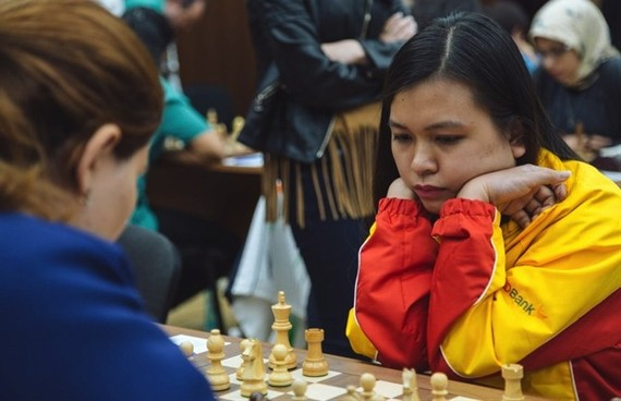 Vietnam's Mai Hung (right) beats Mammadova Gulnar of Azerbaijan in just 33 points.