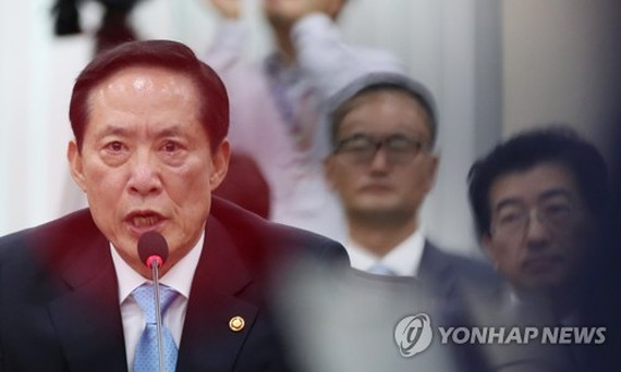 This photo taken on July 31, 2017, shows South Korean Defense Minister Song Young-moo speaking to lawmakers over North Korea's missile threats. (Yonhap)