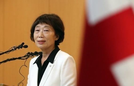 Kim Sun-hyang, acting president of the Korean Red Cross, announcing South Korea's offer for talks on holding separated family reunions with North Korea on Aug. 1. (Yonhap)