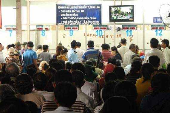 Patients register at Chợ Rẫy Hospital in HCM City. — Photo voh.com.vn