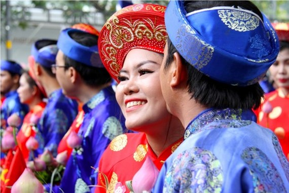 City organizes mass wedding of 100 couples on National Day