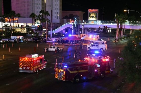 A gunman has opened fire on a music festival in Las Vegas, leaving at least 2 people dead. Police have confirmed that one suspect has been shot. The investigation is ongoing. — AFP/VNA Photo