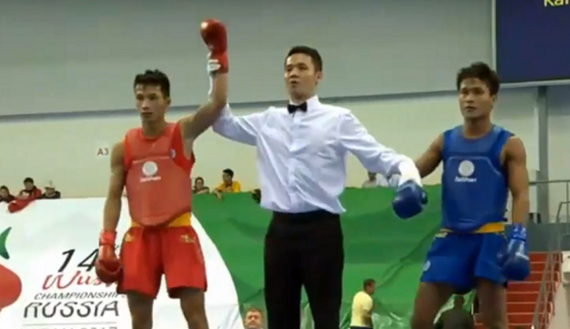 Minh Duc (left) earns gold medal at the men's 52kg category final