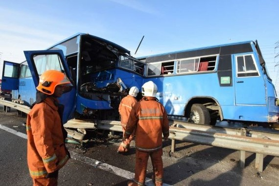 Eight workers killed in three-vehicle crash in Malaysia. (Photo: thestar.com.my)