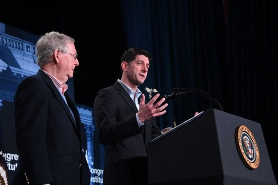US House Speaker Paul Ryan (right) and Senate Majority Leader Mitch McConnell are contending with a large to-do list that includes striking a deal with Democrats on immigration, funding the government and raising the debt ceiling. - AFP/VNA Photo