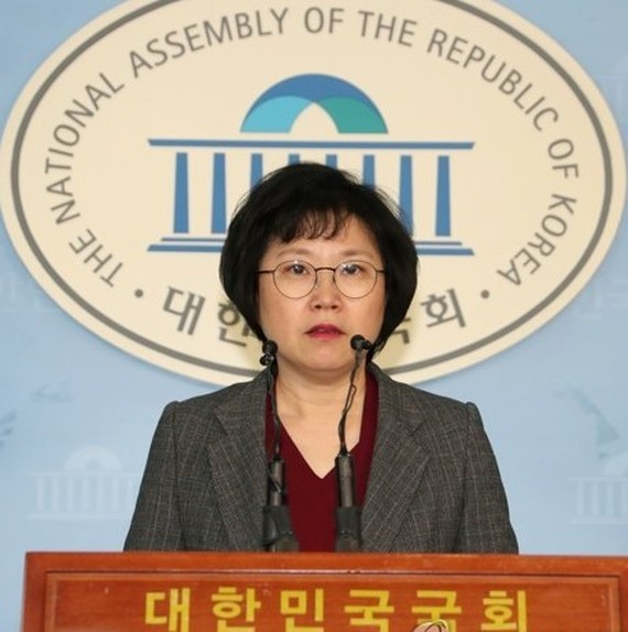 This photo, taken on March 9, 2018, shows Kim Hyun, the spokeswoman of the ruling Democratic Party, speaking during a press conference at the National Assembly in Seoul. (Yonhap)