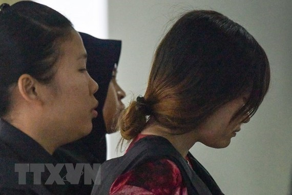 Vietnamese suspect Doan Thi Huong is led to the court in Shah Alam on the outskirts of Kuala Lumpur on January 22 (Photo: AFP/VNA)