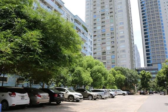 Cars parked in a play ground of apartment buildings in Trung Hòa-Nhân Chính Urban Area in Hà Nội's Cầu Giấy District. — VNS Photo Đoàn Tùng