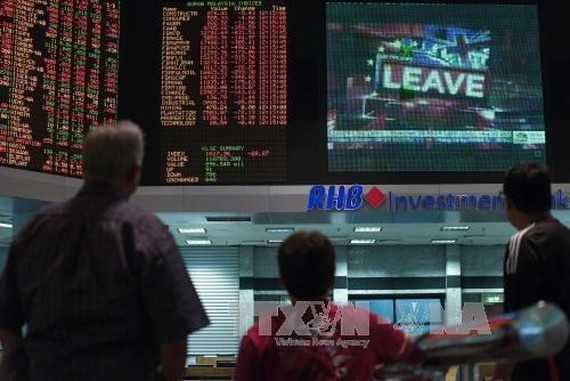 Foreigners pull out 1.46 bln USD from Malaysia's securities in May