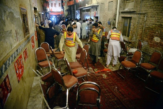 Suicide bombing kills 13 at NW Pakistan election rally