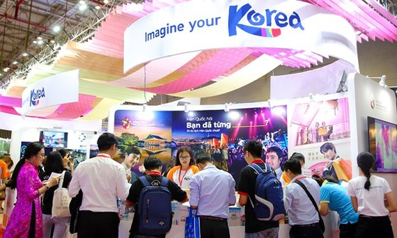 Korea lures over 290,000 Vietnamese tourists by first 8 months  ​