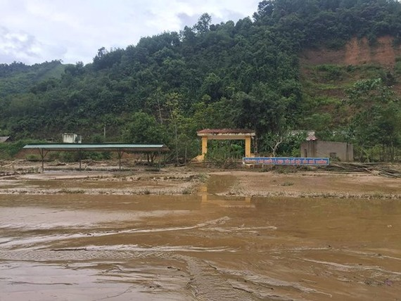 149 students in mountainous commune moved due to flash floods