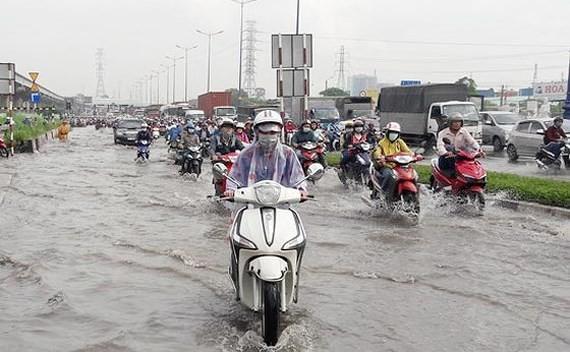 Heavy rains continue to hit central Vietnam