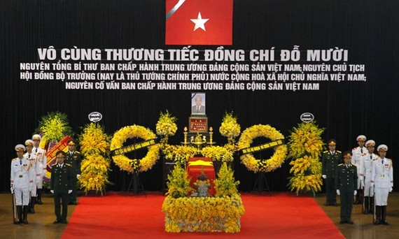 Former Party General Secretary Do Muoi is laid in state at the National Funeral Hall in Hanoi. (Photo: VNA)