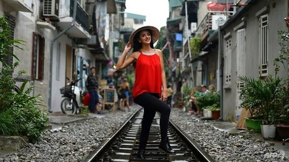 AFP: Hanoi's colonial-era railway becomes selfie hotspot