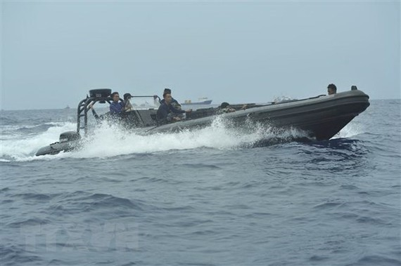 Members of Indonesian Navy search for victims of the Lion Air JT610 plane (Photo: AFP/VNA)